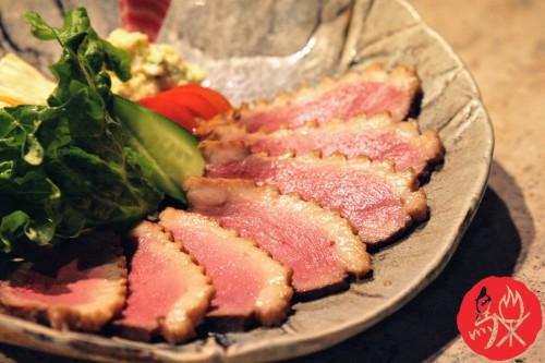 鴨_お皿にスライス w logo